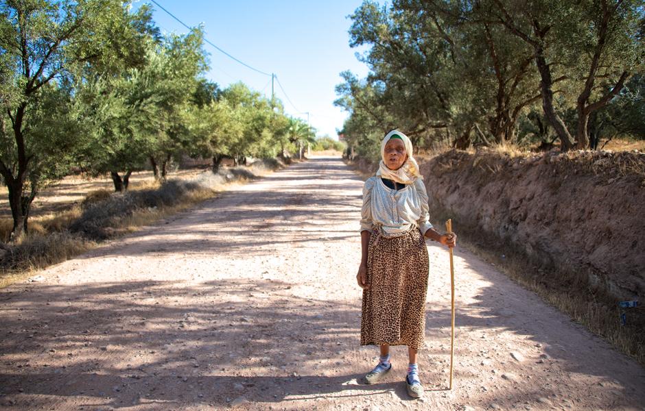 berber-woman-morocco-demnate-high-atlas-mountains